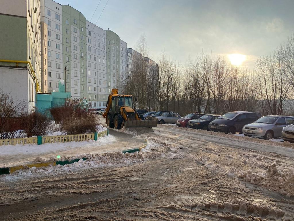 Лопата  друг депутата. Смоленские власти так и не смогли организовать уборку снега в городе